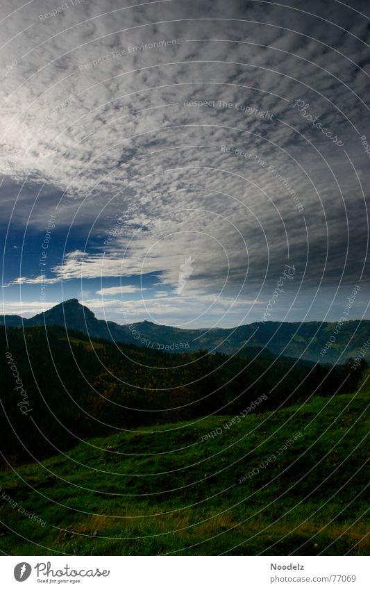 Ein Tag im Freien Wolken Gras grün Wiese Hügel Frühling Berge u. Gebirge Himmel Natur Landschaft