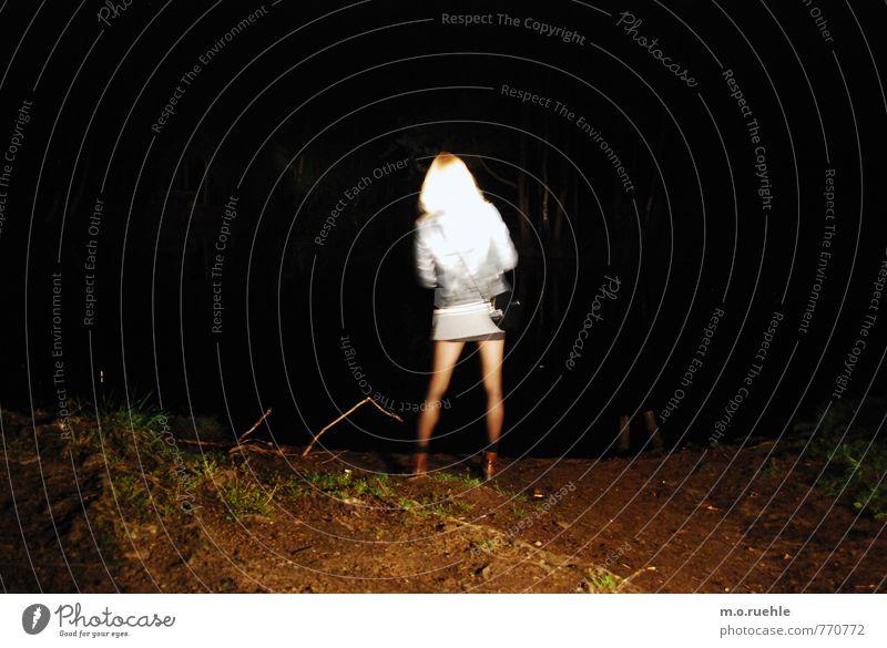 there will be light Mensch Natur Jugendliche Sommer Einsamkeit Junge Frau Landschaft 18-30 Jahre Erwachsene Umwelt feminin Gras Haare & Frisuren Beine Kopf