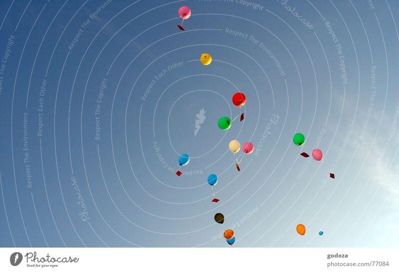 up_in_the_sky_1 Himmel blau grün rot Sommer Farbe gelb Freiheit springen Party Frühling Kindheit Feste & Feiern Vogel Jubiläum Freizeit & Hobby