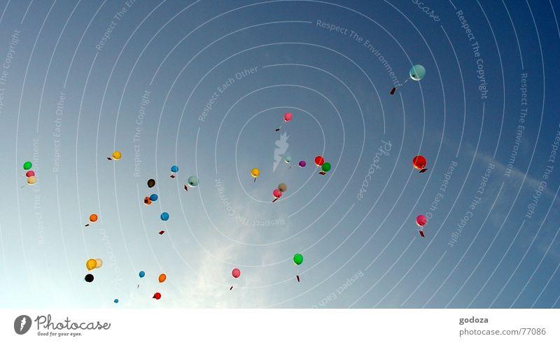 up_in_the_sky_2 Himmel Sommer Freude Farbe Freiheit springen Party Frühling Kindheit Feste & Feiern Freizeit & Hobby fliegen Erfolg Hoffnung Luftballon Wunsch
