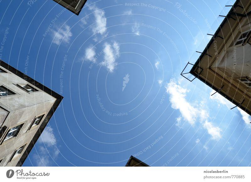 Wetter   Gute Aussichten im X Wohnung Haus Traumhaus Himmel Wolken Sonne Schönes Wetter Kleinstadt Fassade Dach entdecken eckig oben schön Stadt blau