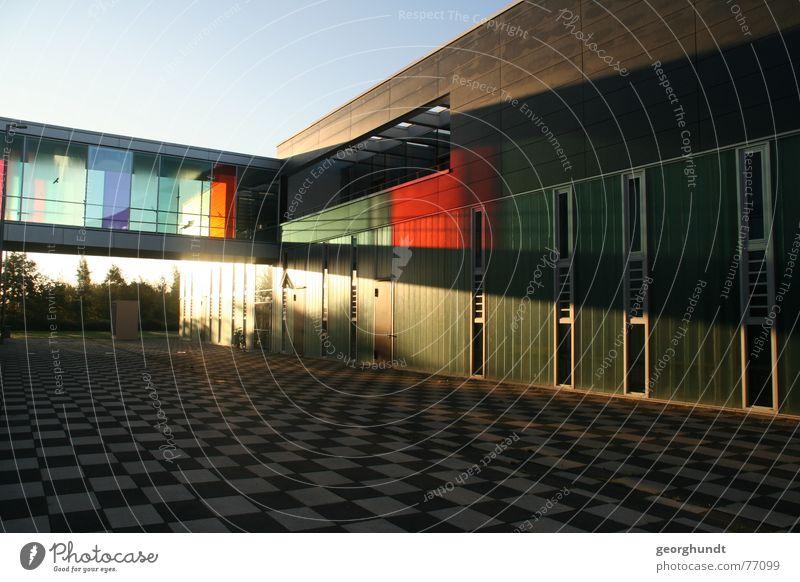 Hochschule Wismar: Fakultät Gestaltung erleuchtet. mehrfarbig Licht Schatten Lichterscheinung Sonnenstrahlen Design schön Haus Brücke Fenster Beton Glas modern