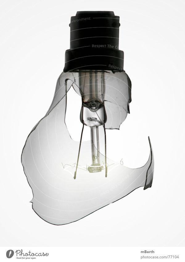 broken Lampe hell Glas Energiewirtschaft Elektrizität kaputt rund Vergänglichkeit gebrochen durchsichtig Draht Glühbirne Zerstörung zerbrechlich glühen