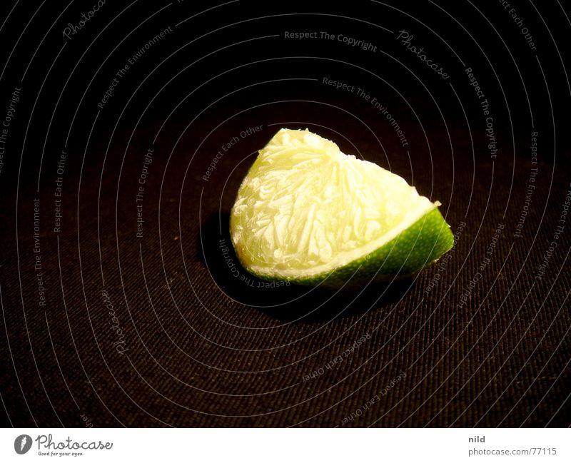 Frozen Lime Lampe Frucht gehen frisch süß Bar Wut gefroren lecker Cocktail Zitrone Limone Pflanze Rollkragenpullover Vor dunklem Hintergrund