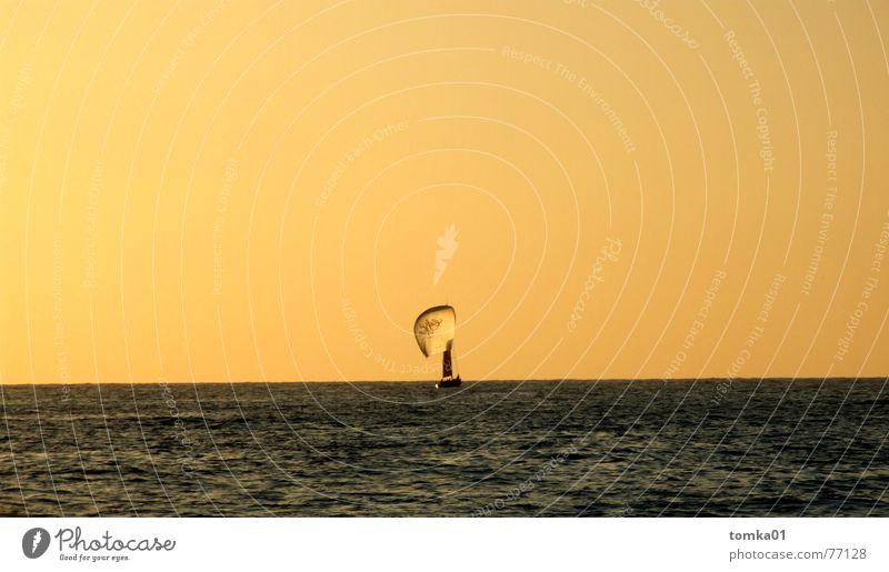 UN-Hilfsflotte Meer Horizont Luft Wasserfahrzeug Segelboot Mitte Sommer Freizeit & Hobby Ferien & Urlaub & Reisen Außenaufnahme Wassersport Himmel Wind Sport