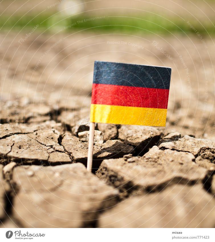 Trockenperiode Natur grün Sonne Einsamkeit rot schwarz gelb braun Erde Feld Geschwindigkeit Schönes Wetter bedrohlich Wandel & Veränderung Hilfsbereitschaft Deutsche Flagge