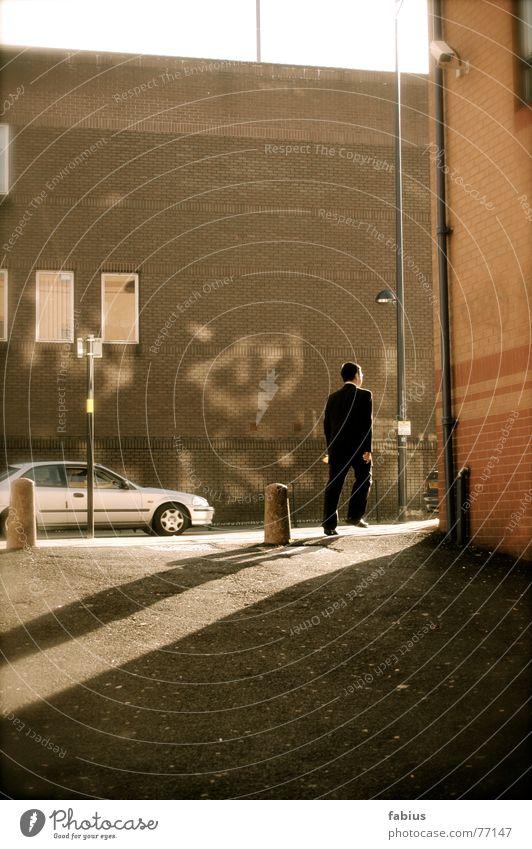 o.T. Stadt Straße dunkel grau hell trist England anonym Eile Gasse Überwachungskamera Birmingham Midlands