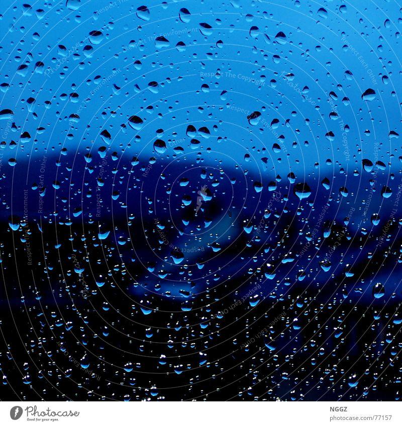 Blick aus dem Fenster ertrinkt im Regen Wasser schön Haus Wassertropfen Hoffnung Fensterscheibe Gegenteil Auslöser