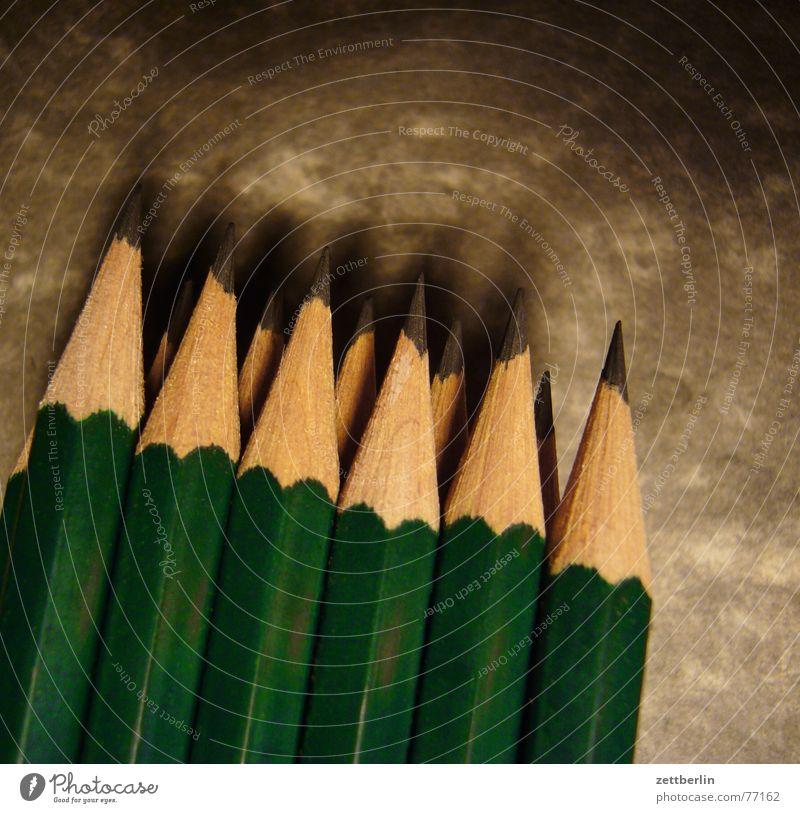 Blei Bleistift Entwurf zeichnen angespitzt Bauzeichner planen Planungsbüro Planungstag Handwerk Berufsschule Geometrie Furche Kratzer Vorrat Sammlung Zehnerpack