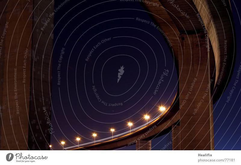Schwinger von Rechts Himmel alt blau Lampe Beton Tourismus Brücke Stern (Symbol) Autobahn Stahl Wahrzeichen Säule Tourist Pfosten Träger geschwungen