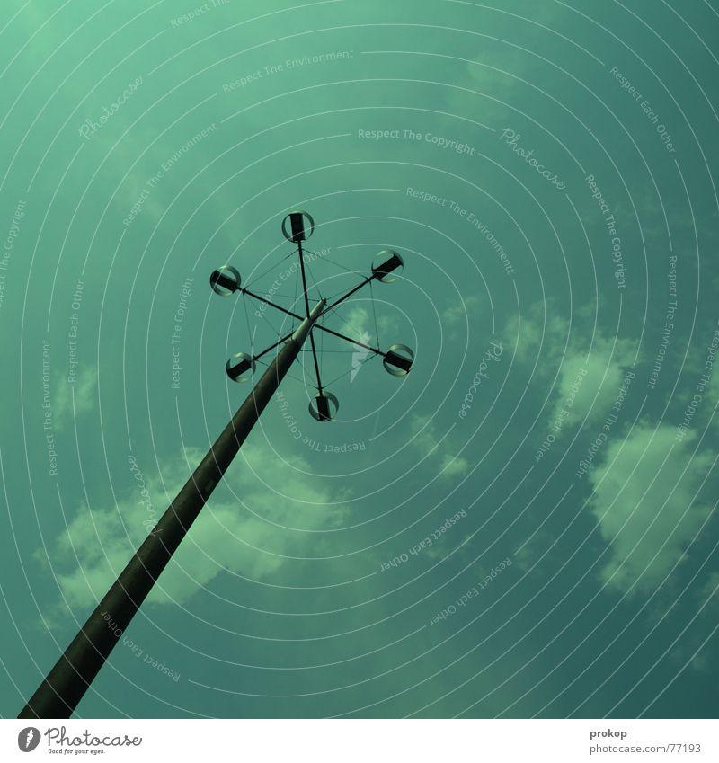 Zahnstocher Wolken grün Einsamkeit Lampe Stab Stahl Himmel blau gutes wetter Strommast oben up up and away auf dem boden sky clouds good weather lampost steel