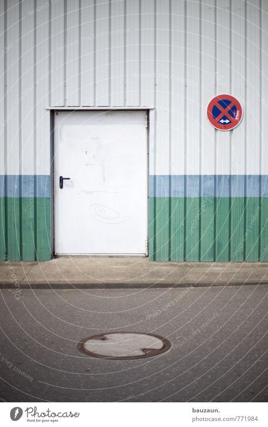 HH | x. Industrie Handel Industrieanlage Fabrik Bauwerk Gebäude Mauer Wand Fassade Tür Straße Wege & Pfade Gully Bordsteinkante Halteverbot Beton Metall