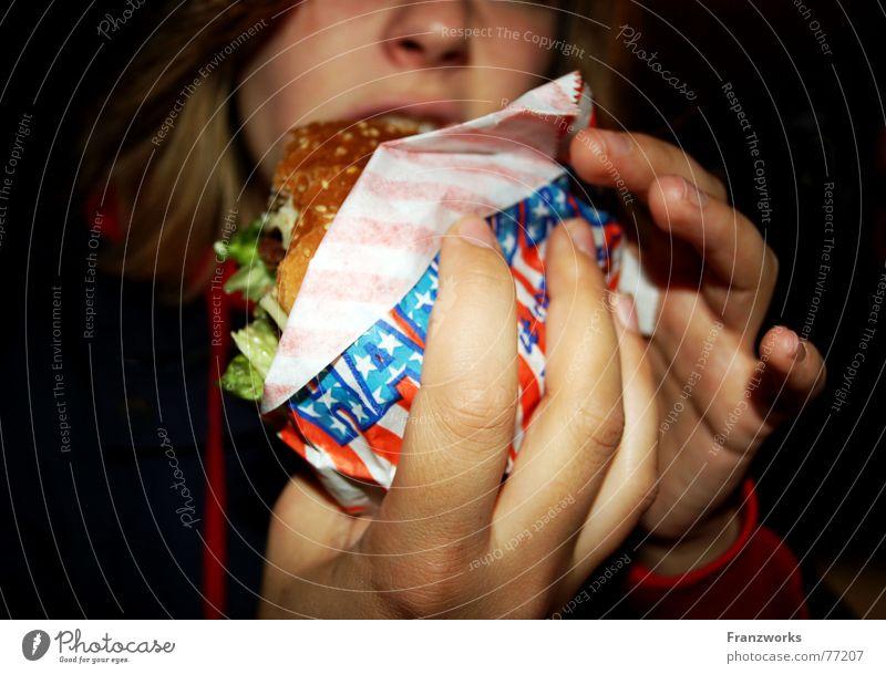Burger-würger... Fastfood ungesund Amerika USA Ernährung verschlingen Appetit & Hunger Hand Cheeseburger beißen appetit Münster lisa palace