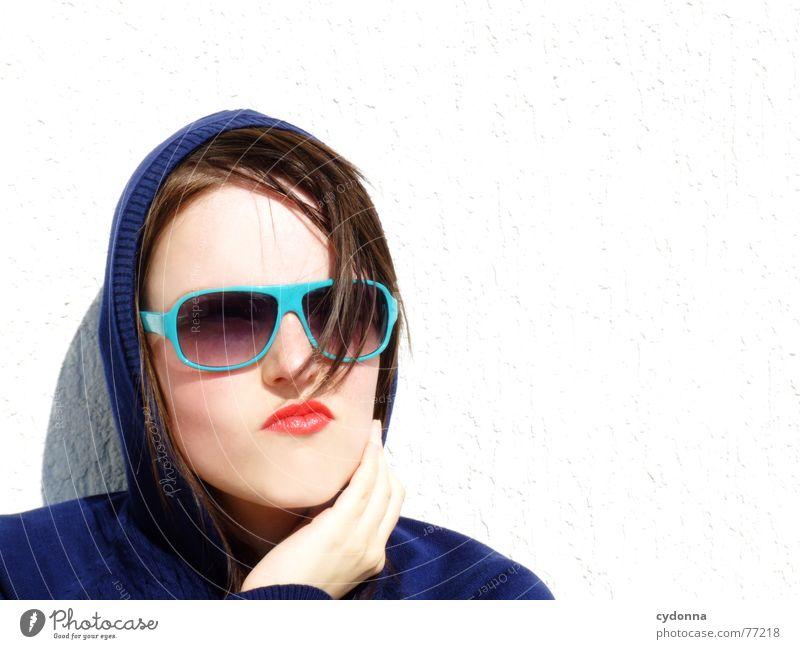 Sunglases everywhere XVI Lippen Lippenstift Licht Stil Reihe Frau Porträt glänzend Kosmetik Sonnenbrille gestikulieren Coolness Haarsträhne Sommer Bekleidung