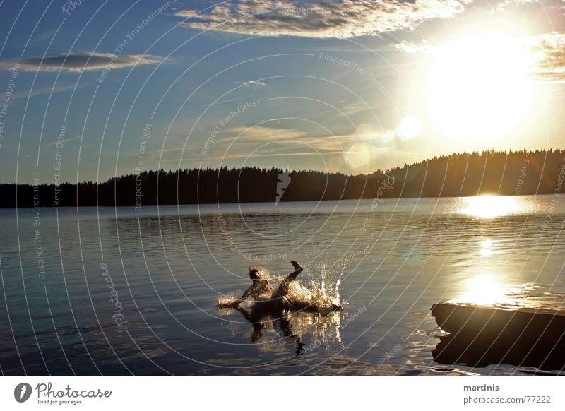 platsch. Wasser Himmel Sonne Freude ruhig Wolken See nass gefroren Steg Glätte Momentaufnahme unbequem tollpatschig Bruchlandung Fotoserie