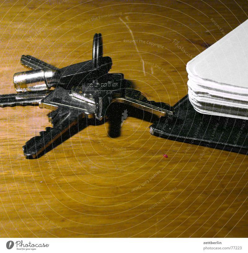 Schlüssel und unbekannte Substanz Tisch Mietrecht
