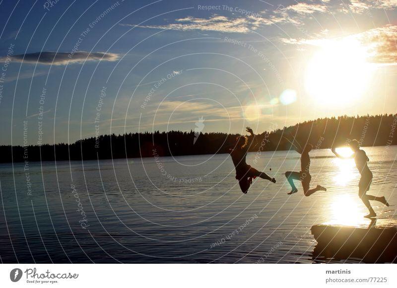 yihaaaa! Wasser Himmel Sonne Sommer Freude Wolken springen Menschengruppe See nass Aktion mehrere Mensch Natur gefroren
