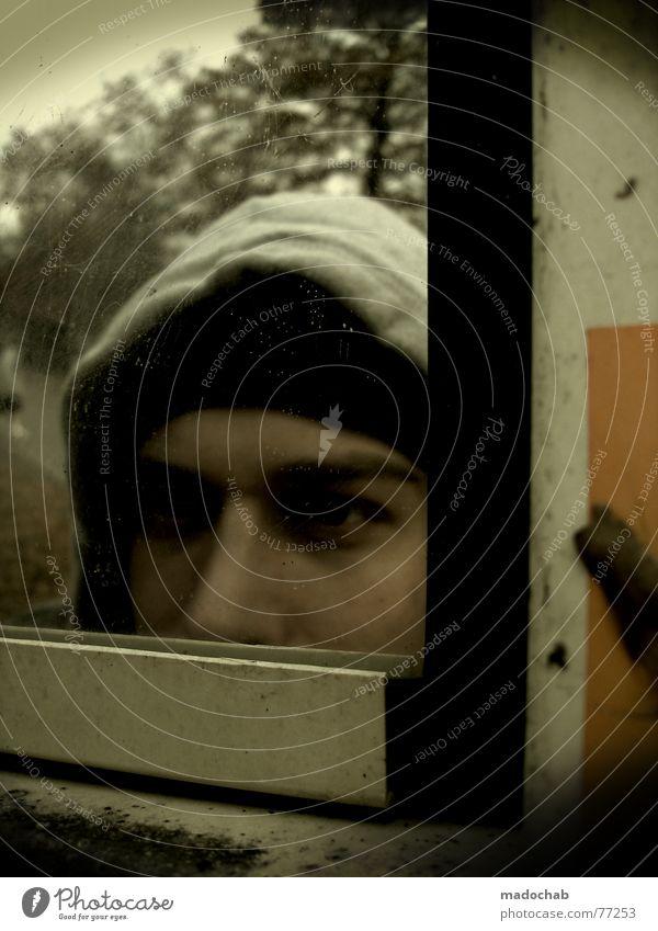 SEHEN UND GESEHEN WERDEN Mensch Porträt Mann maskulin Spiegel bücken Publikum Voyeurismus Fotograf Jugendliche Vertrauen Gesicht face self slebstportrait mado
