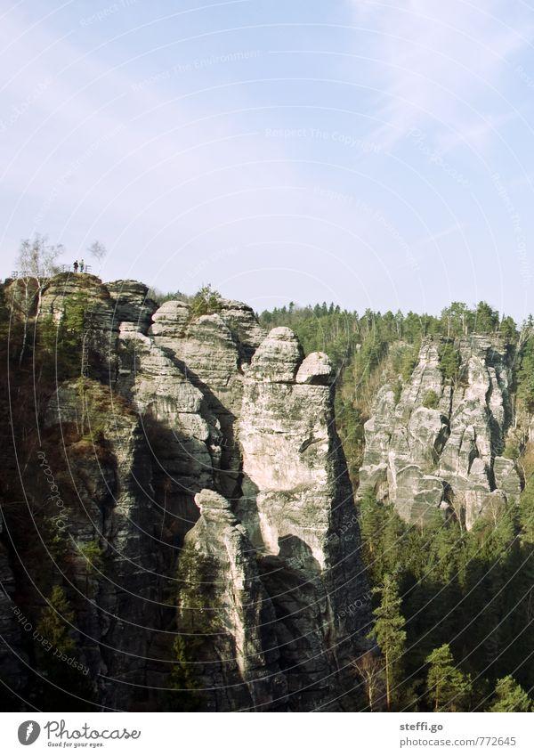 gut in Form Mensch Natur Ferien & Urlaub & Reisen Baum Landschaft Ferne Wald Berge u. Gebirge Freiheit außergewöhnlich Felsen Tourismus wandern Ausflug Aussicht
