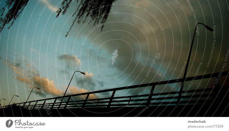 YES! Himmel Stadt blau Blatt Wolken Haus dunkel Fenster Straße Leben Architektur Traurigkeit Herbst Gebäude Freiheit fliegen