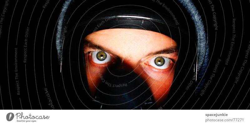 Pilot Mensch Mann Gesicht schwarz Flugzeug fliegen Luftverkehr Maske Freak Pilot Atemschutzmaske Schutzmaske