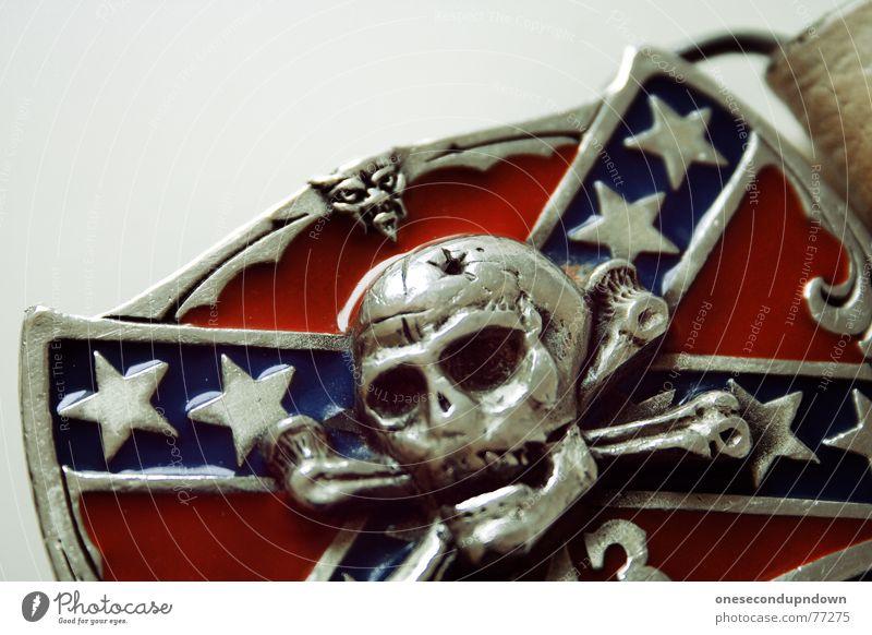 die wilde dreizehn (Part II) blau rot Tod Kunst glänzend 3 Wildtier Stern (Symbol) Bekleidung Kultur Handwerk silber Ornament Skelett Gürtel Punkrock