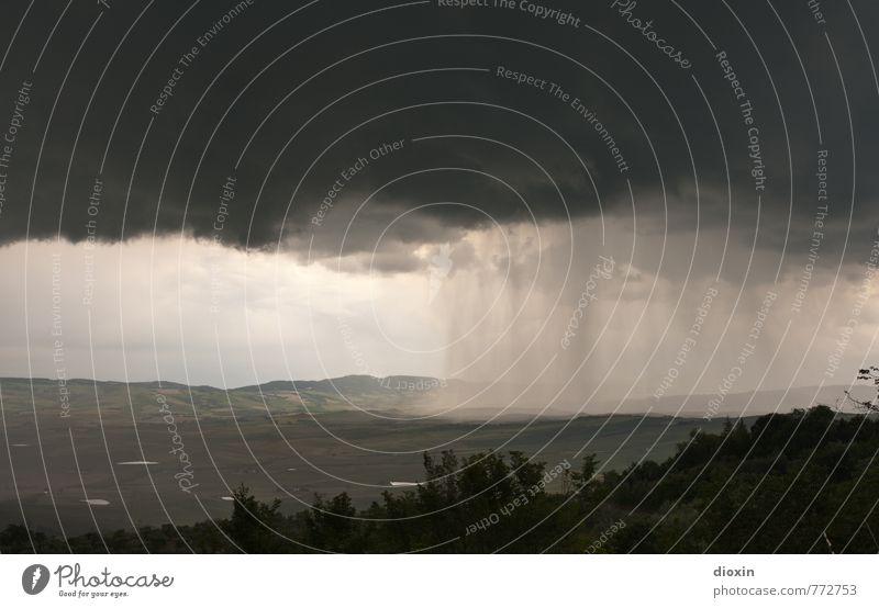 nubifragio Urelemente Erde Luft Wasser Himmel Wolken Gewitterwolken Klima Wetter schlechtes Wetter Unwetter Sturm Regen Hagel Hügel Toskana Natur