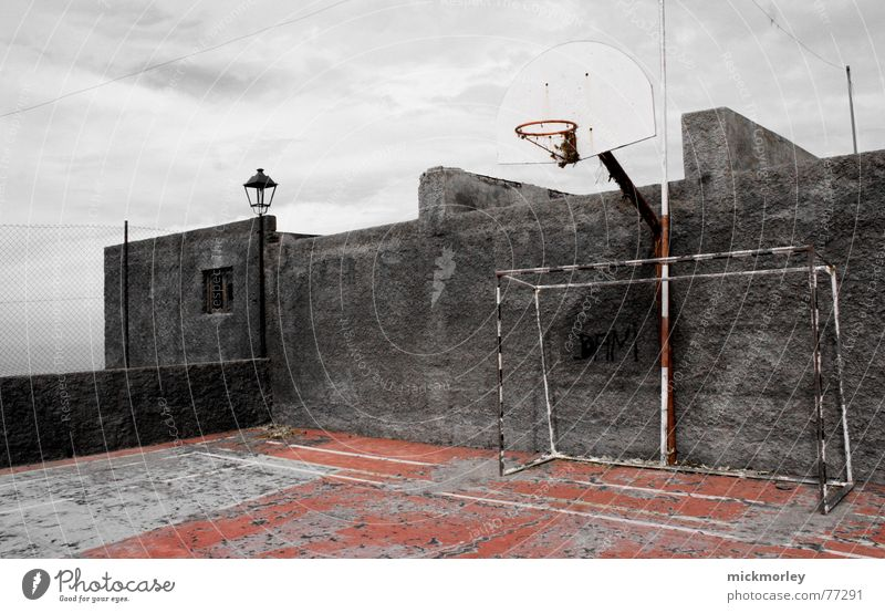 basketballcourt La Palma Platz Mauer Basketball trashig alt football