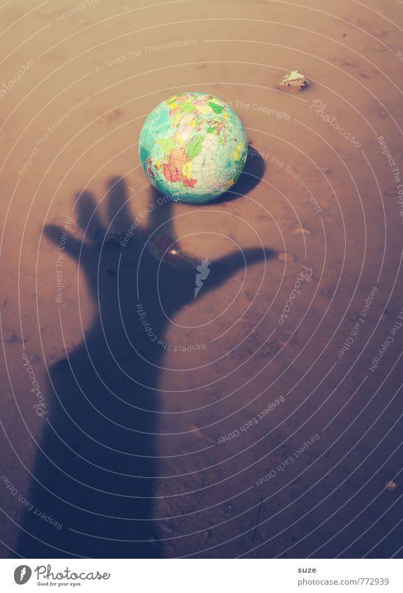 Ich rette dich .) Handel Arme Umwelt Natur Urelemente Erde Wasser Klima Globus bedrohlich dreckig klein rund braun Macht Hilfsbereitschaft Hoffnung Idee Krise
