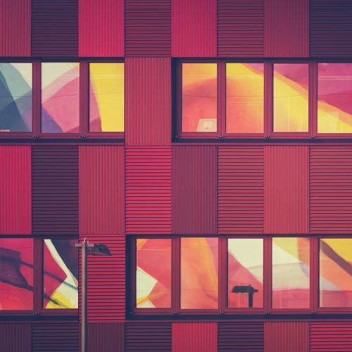 Farbmodell rot Fenster Graffiti Architektur Gebäude Stil außergewöhnlich Arbeit & Erwerbstätigkeit Gesundheitswesen Fassade Lifestyle Business Design modern