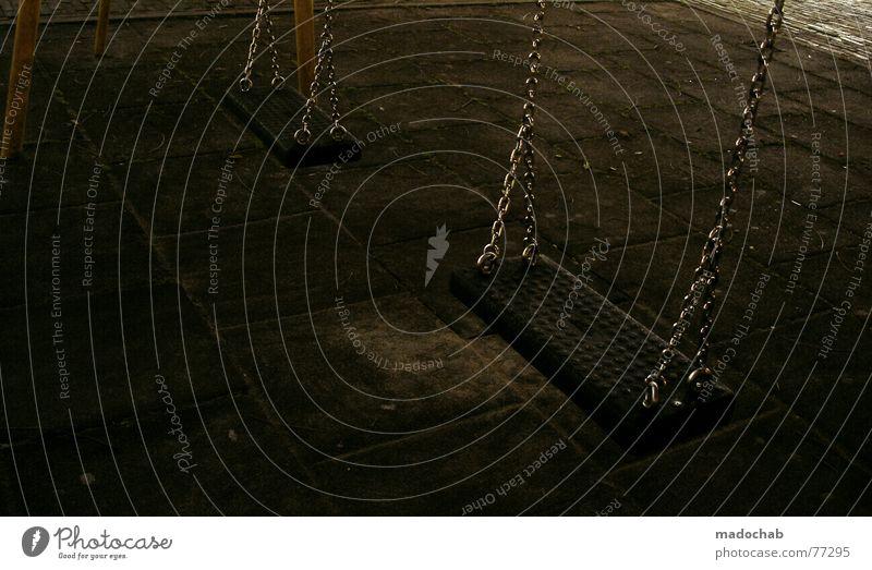 KINDER SPIEL PLATZ Spielplatz Spielen Laune Schwung Geschwindigkeit Luft umgänglich Zusammensein Schaukel Swing dunkel gefährlich Nacht gruselig Angst Panik