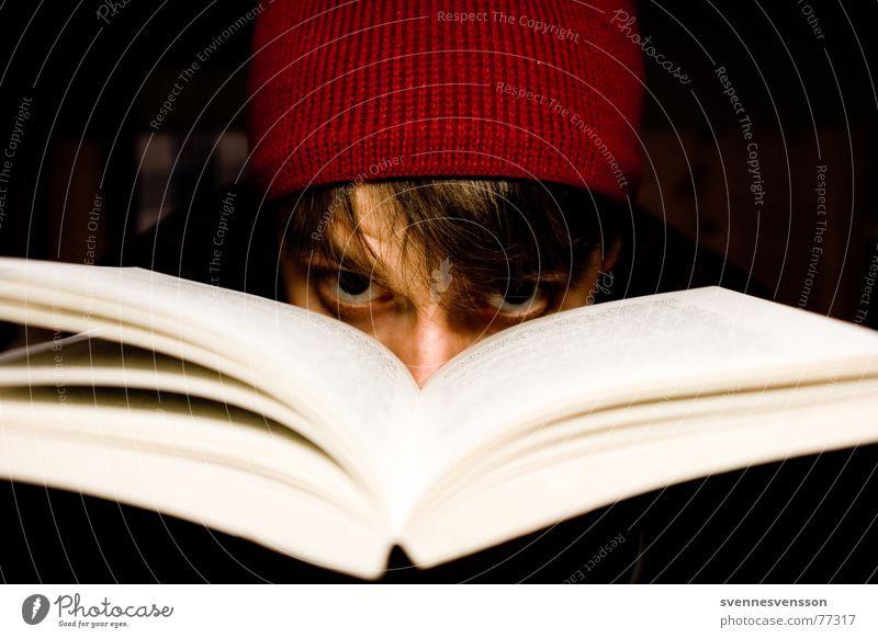Dangerous Mind Haare & Frisuren Haut Gesicht lesen Mensch maskulin Mann Erwachsene Nase Mund Printmedien Buch Mütze springen Traurigkeit Schutz Trauer
