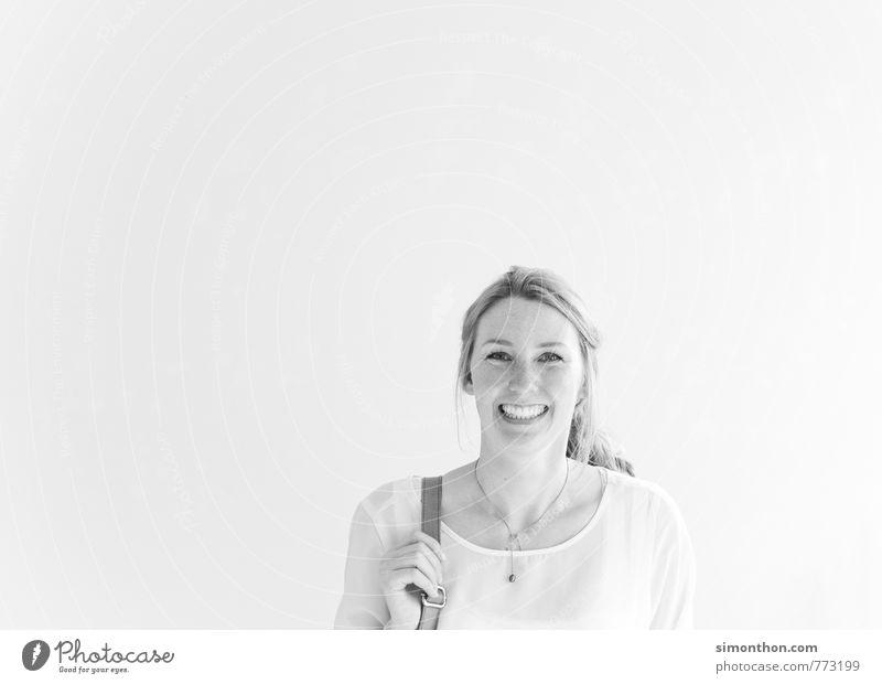 Gute Laune Lifestyle Berufsausbildung Azubi Business Karriere Erfolg feminin 1 Mensch 18-30 Jahre Jugendliche Erwachsene Freude Glück Fröhlichkeit Zufriedenheit