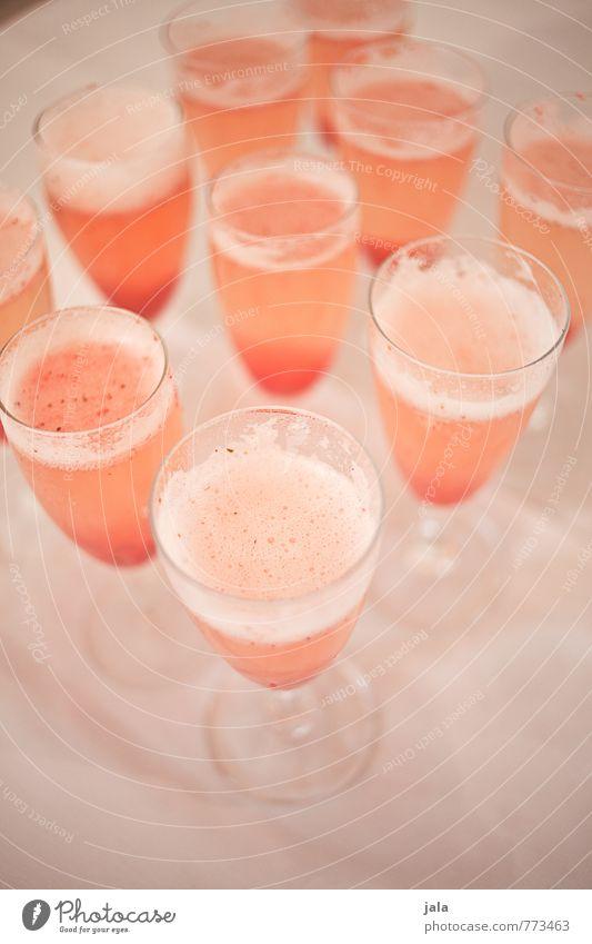 2000 | zur feier des tages gibt's süße aperitifs Frucht Getränk Alkohol Sekt Prosecco erdbeersekt Glas Sektglas Party Veranstaltung Restaurant Bar Cocktailbar