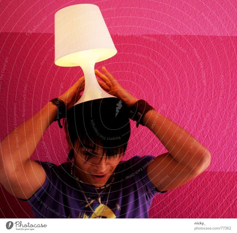 rock my lamp Mensch Mann weiß Wand Mauer lustig gehen rosa Ernährung festhalten violett Spanien schwarzhaarig Kerl Honduras