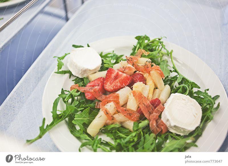 salat Gesunde Ernährung Gesundheit Lebensmittel frisch Fisch Gastronomie Gemüse lecker Geschirr Teller Mittagessen Salat Salatbeilage Käse