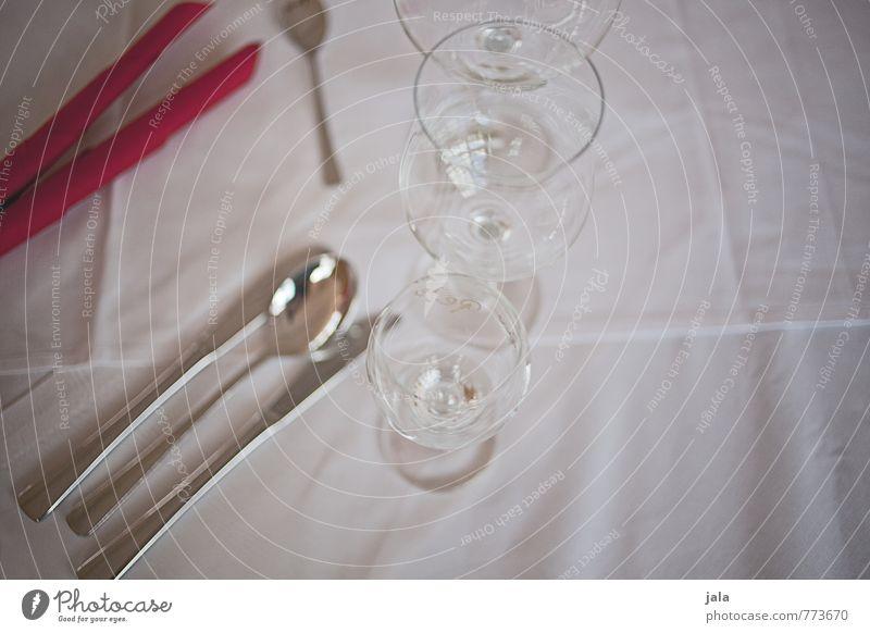 gedeck Glas Besteck Messer Gabel Löffel Serviette Tischwäsche ästhetisch elegant Gedeck Farbfoto Innenaufnahme Menschenleer Hintergrund neutral Tag