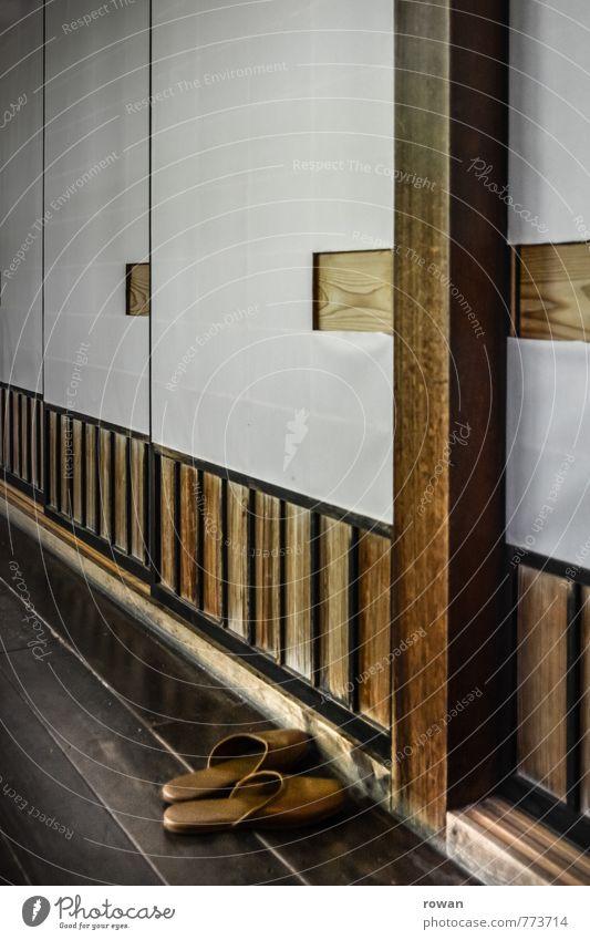 schiebetür Tür exotisch Flur Häusliches Leben Hausschuhe Holzfußboden Papier Japan Japanisch Tradition Schiebetür Farbfoto Innenaufnahme Menschenleer
