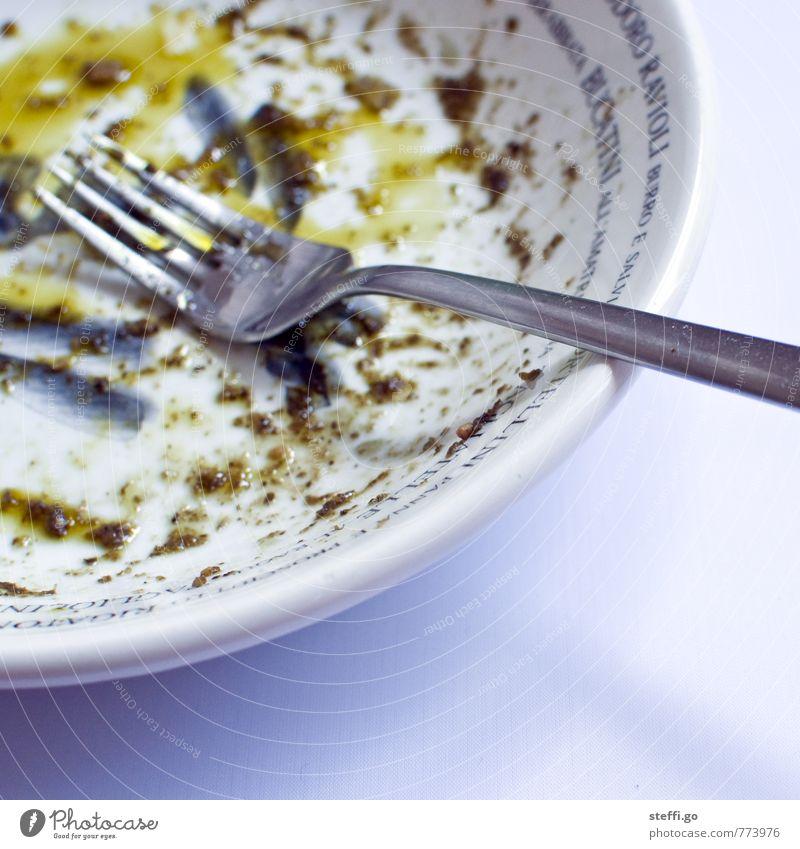 und wer spült jetzt? Essen Lebensmittel dreckig glänzend Zufriedenheit genießen Ernährung rund Küche lecker Appetit & Hunger Geschirr Restaurant Teller