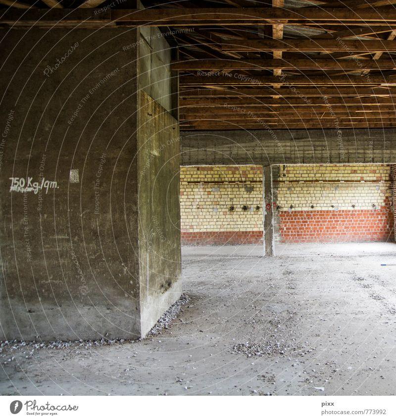 750 kg/qm Stadt Haus Wand Innenarchitektur Mauer Gebäude grau Holz Stein braun Raum dreckig Häusliches Leben authentisch Schriftzeichen Hinweisschild