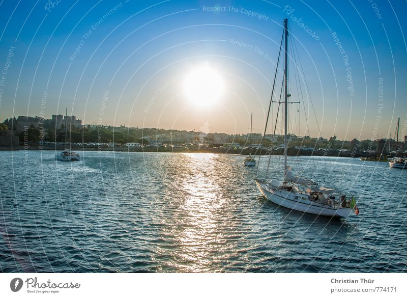 Rückkehr nach dem Segeln Ferien & Urlaub & Reisen blau grün weiß Wasser Sommer Meer Erholung Ferne gelb Leben Gefühle Sport Freiheit Glück Zufriedenheit