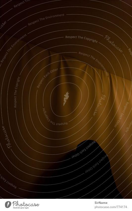 261 [Spuk] Mensch Ferne schwarz Wand Mauer Stimmung träumen Angst Häusliches Leben gold Perspektive gefährlich bedrohlich Idee geheimnisvoll Stoff