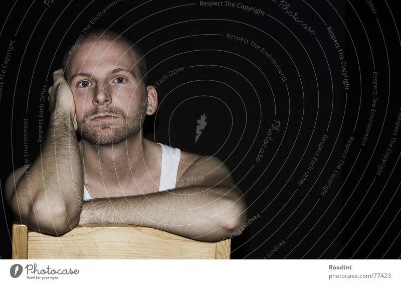 ein Stuhl, keine Meinung Mann Erholung ruhig Gesicht Traurigkeit Denken sitzen warten Aussicht beobachten kaputt Pause Trauer Stuhl Bart Langeweile
