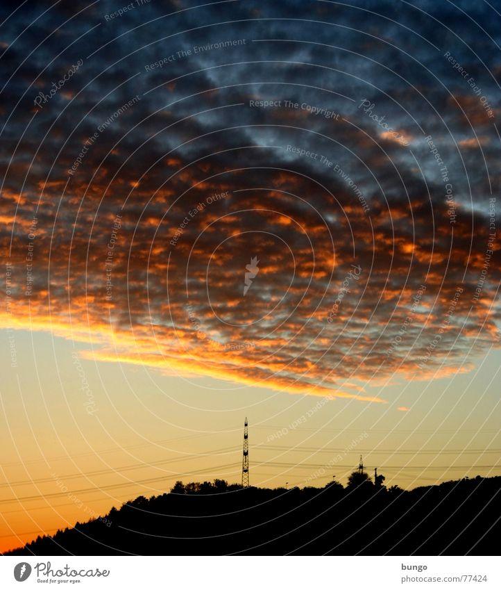 Licht Natur Himmel Baum ruhig Wolken Einsamkeit Leben dunkel Erholung Herbst träumen Landschaft orange Horizont Hoffnung Romantik