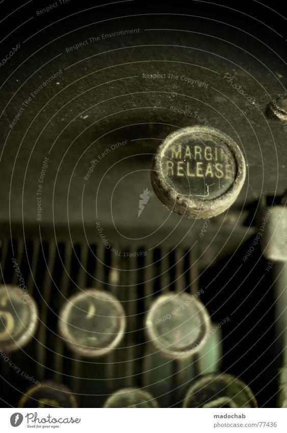 PHOTO RELEASE 12.11.2006 alt Arbeit & Erwerbstätigkeit Schriftzeichen Buchstaben schreiben berühren Tastatur Typographie Schalter Roman Gedicht Schreibmaschine Tippen