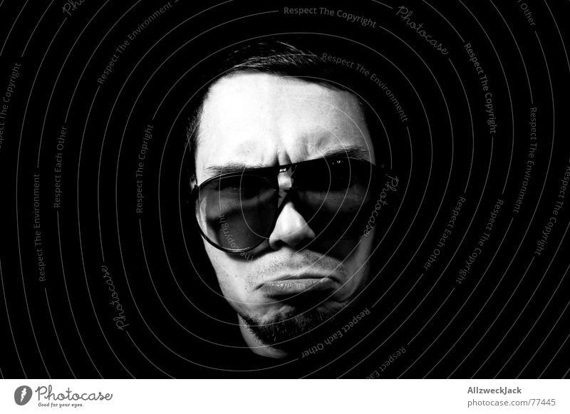 Black Jack Mann Gesicht schwarz Kopf maskulin Brille Lippen Wut böse Sonnenbrille Vorgesetzter Scheitel old-school streng Pornobrille Bootcamp