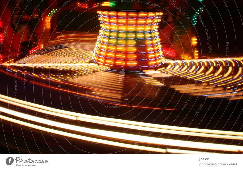 Durchgedreht rot Freude schwarz Farbe gelb Bewegung Freizeit & Hobby Geschwindigkeit drehen Jahrmarkt Lebensfreude Mobilität Kurve Oktoberfest Schwung Entertainment
