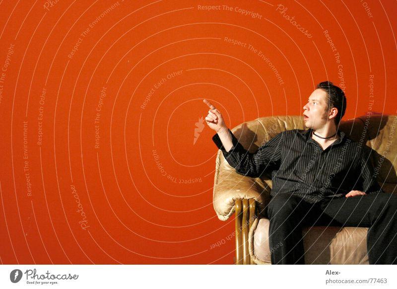 Blickweiser erstaunt staunen Überraschung abrupt Freude boah Wahnsinn ungeheuerlich Billig Angebot Finger Wand rot Sofa Leder retro schwarz unfassbar boar