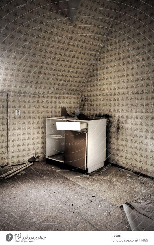 abandoned Leerstand Sperrmüll Raum Küchenmöbel kaputt Zerstörung Verfall verfallen schmuddelig dreckig abrissreif Abrissgebäude Innenaufnahme baufällig
