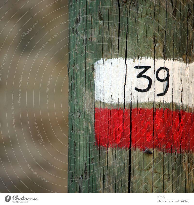 Orientierung   Treffpunkt 39 Ferien & Urlaub & Reisen Farbe Wege & Pfade Holz dreckig Ordnung ästhetisch Schilder & Markierungen Kreativität Idee Hinweisschild Fußweg Zeichen planen Hilfsbereitschaft Ziffern & Zahlen
